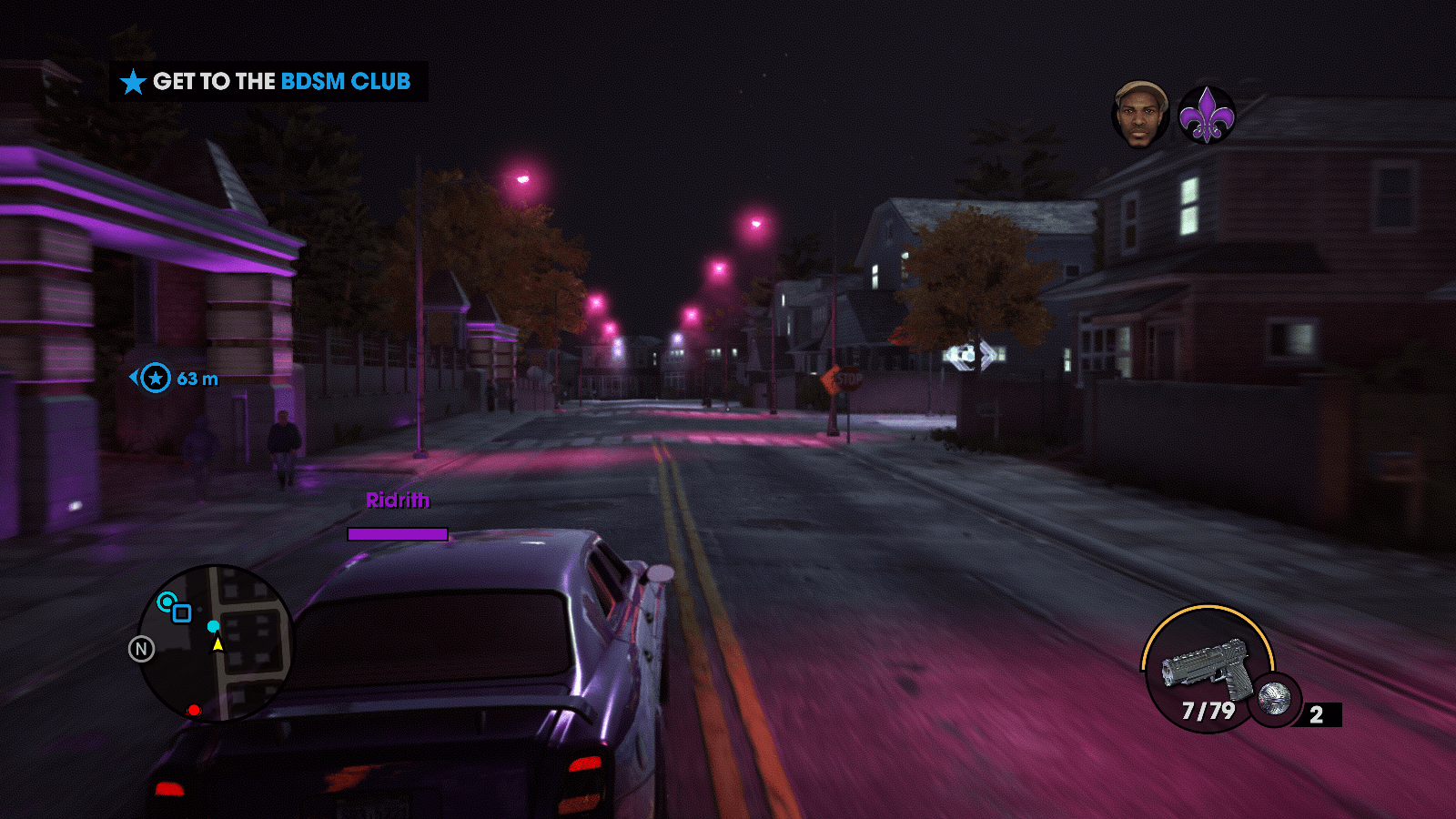Purple streetlamps line the streets of Steelport in Saints Row the Third.