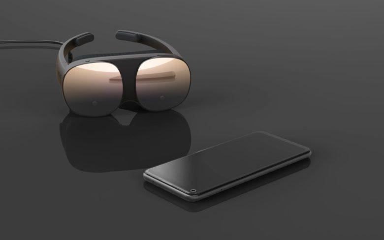 HTC Unveil The Vive Flow - VIVE Flow and smartphone